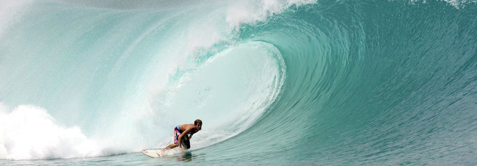 SURFING IN MENTAWAI