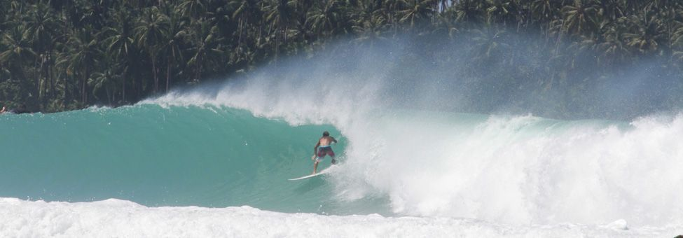 SURFING IN NIAS