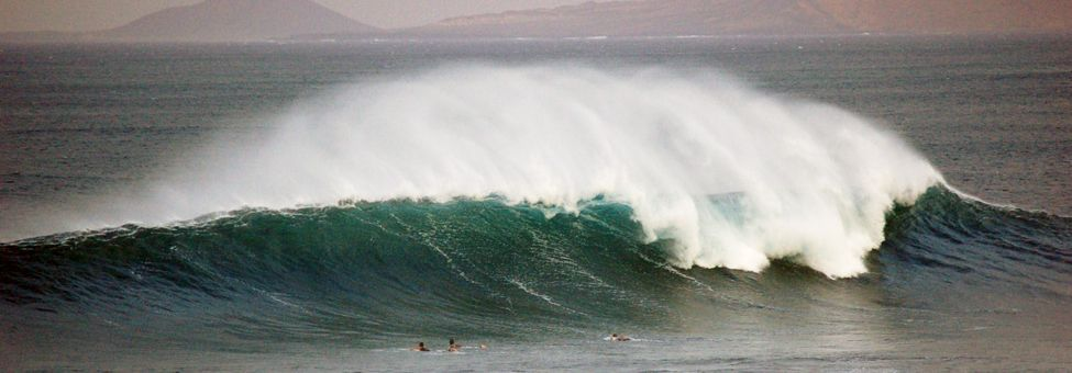 SURFING IN LANZAROTE