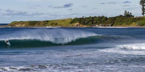 SURFING IN ILLAWARRA